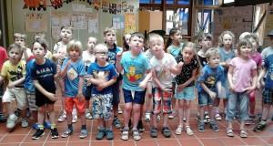 Die Kindergartenkinder rappen was geht.